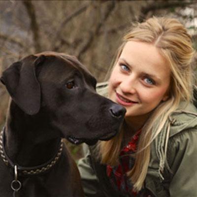 Hunde-Lehrerin Sarah mit Nami