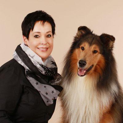 Pia und Hund Brandy